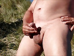 SandrotheBest outdoor cum-shot at the beach