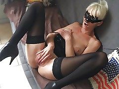 Skinny Cougar Sindy - The rough treatment