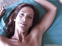 Slim older babe enjoys a hard cock in her cock-squeezing asshole