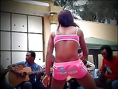 African Dame With Nice Booty in an Aggressive Tribal Twerk