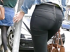 Candid blondes ass in tight jeans