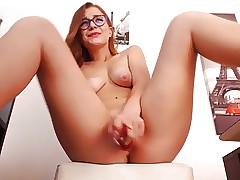 Teen chick fountain squirts on web cam