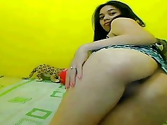Nice butt and shaved pussy of a thai girl in webcam, lovely!