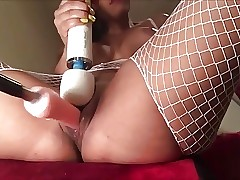 Teen squirting loving fucking machine
