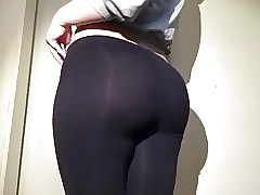 19yr old pawg stuffed in her black leggings