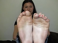 strong soles play