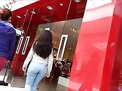 Candid teen good butt in jeans