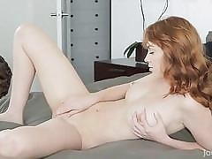 Teen hottie perceives well in her nice softcore play