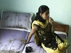 Sexy Indian On Webcam Taunting
