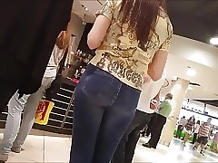 SPYCAM TEEN CURVY ASS IN TIGHT JEANS 37