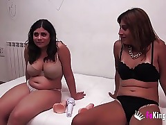 Shy and slut: Annbeth gives Maria masturbation lesson