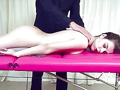 Yonitale: sensual massage with babe Dakota. P 1