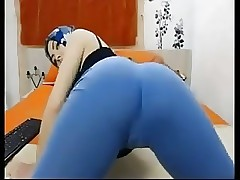 Beautiful Honey Wearing a Hijab Shaking Her Booty